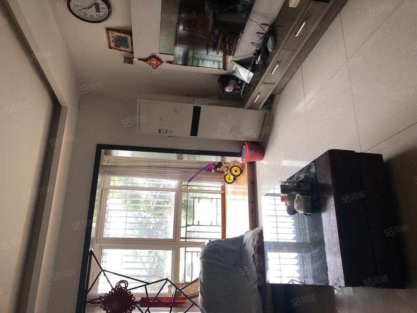 中等装修拎包入住,家具家电齐全。套三电梯。
