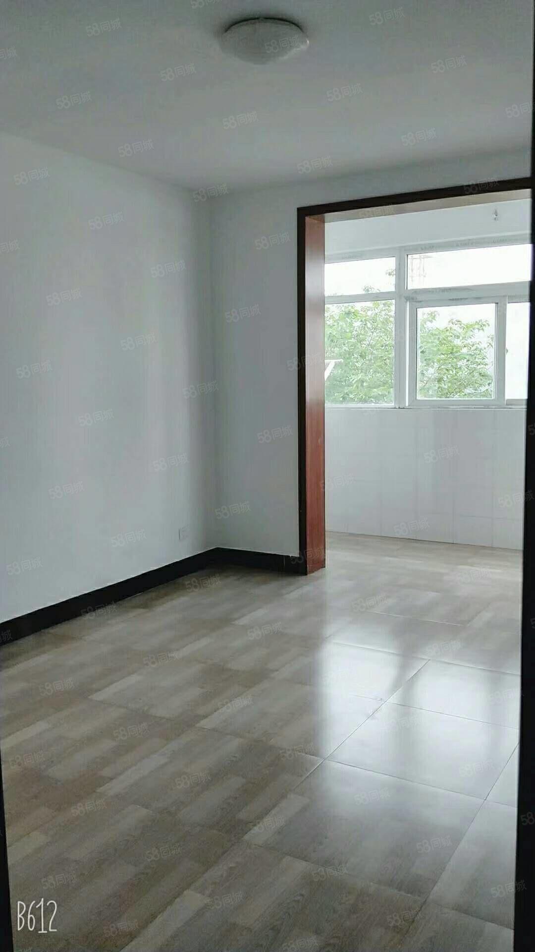 狀元府中層,三室兩廳簡裝,戶型和采光好,距離學校近在咫尺