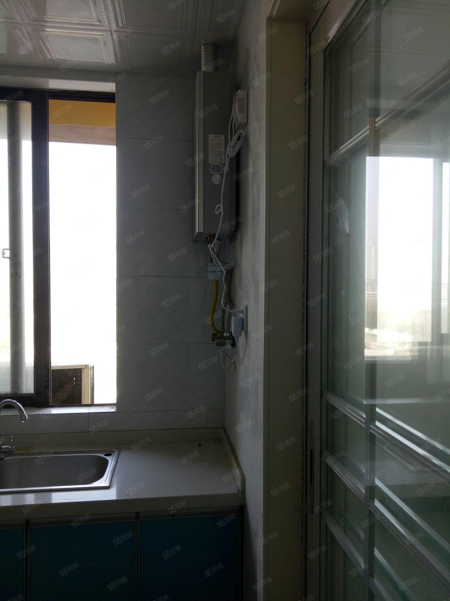 万达华城12楼简装120平4室拎包入住家具家电齐全。
