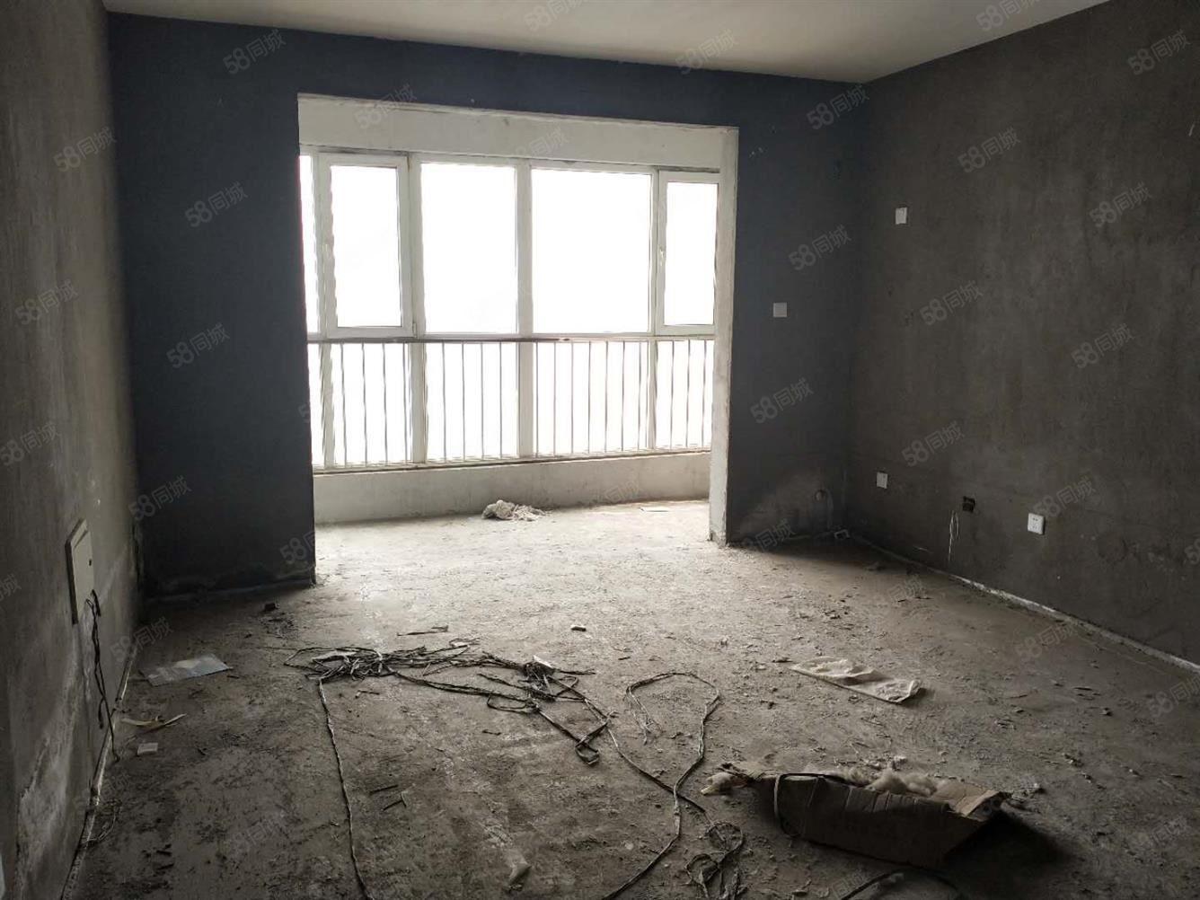 新上盛世華安旁三室毛坯房單價一萬一千多一平隨時看房