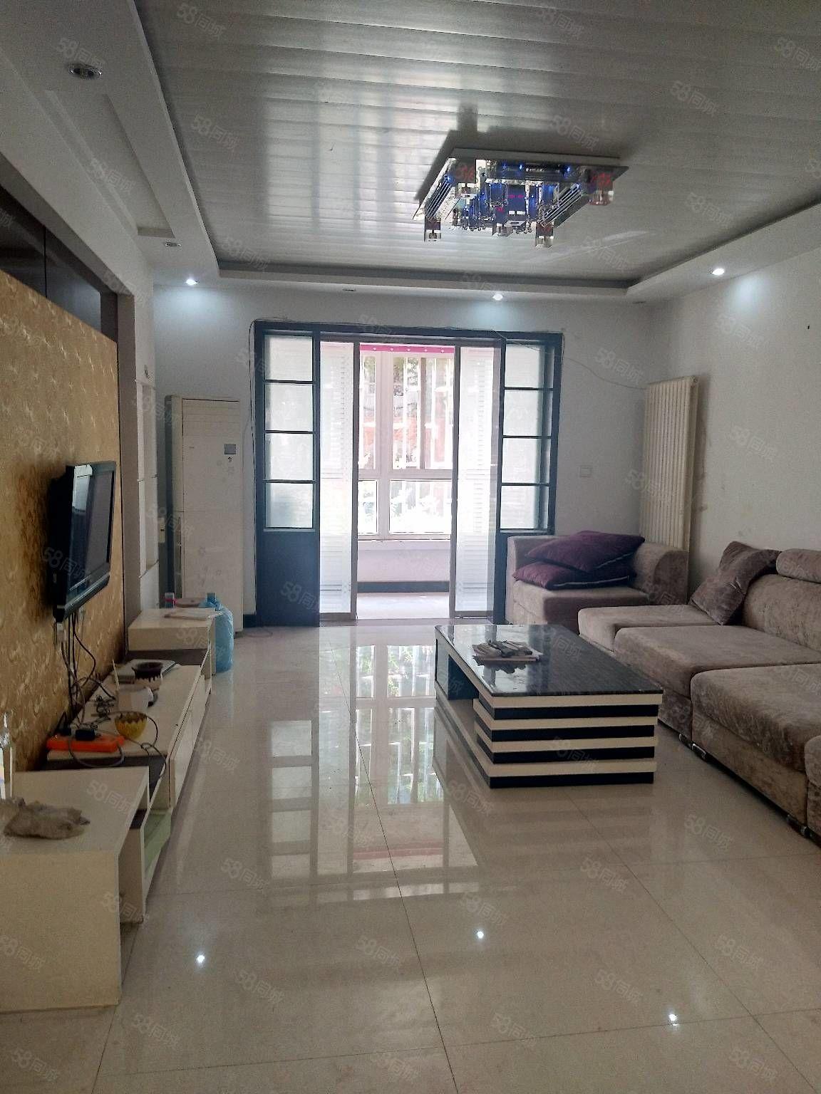 領秀城步梯1樓帶地下室130平三室兩廳兩衛中裝63萬