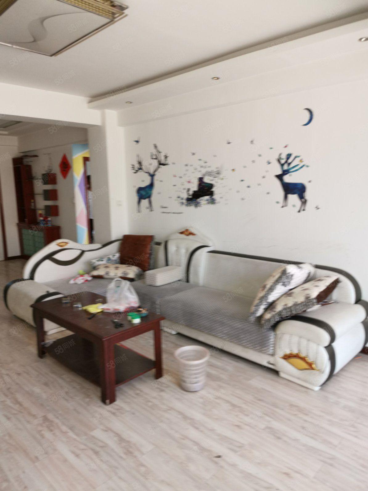 陽光家園有2室2廳1衛簡單裝修帶家具房屋出租,直接拎包入住