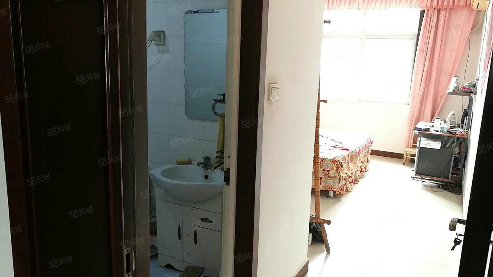世纪家园繁华地段,95平中层四楼两室两厅一卫月租800元