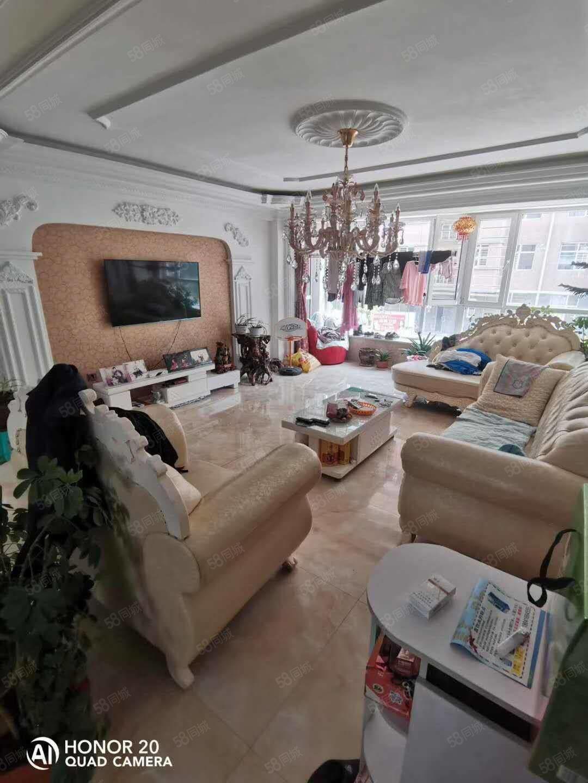 福盛名泰三室一廳精裝修家具家電全帶市中心好位置可貸款