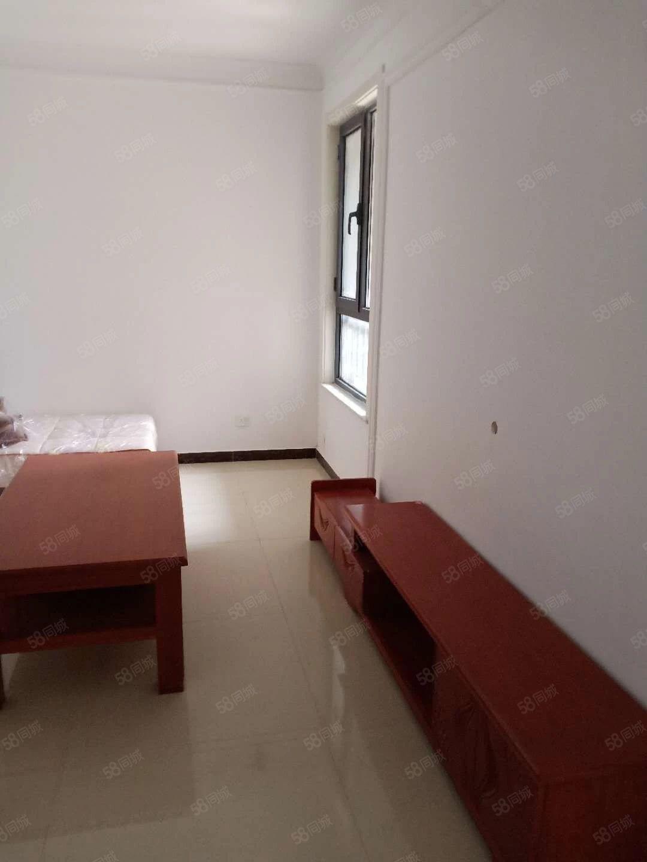 恒盛幸福苑精装小三室家具齐全有空调全新家具