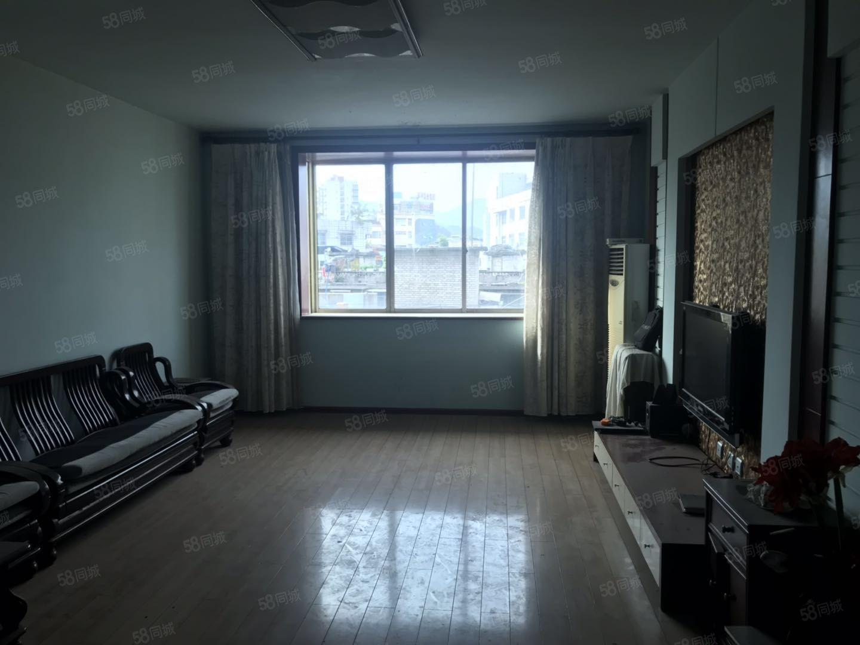 售繁华路段国营林场小区房环境好3室2厅2卫44万元