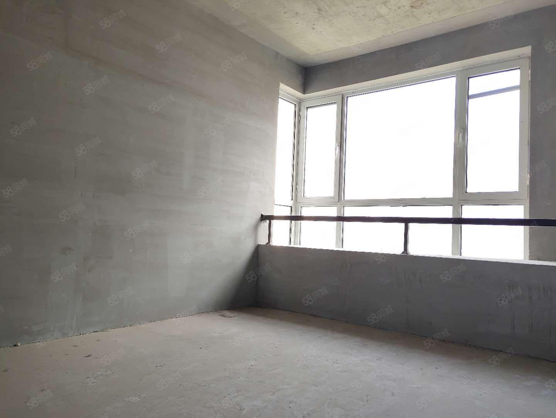 英���m四期�删又髋P室拐角�h窗有房本正常首付�S�r看房