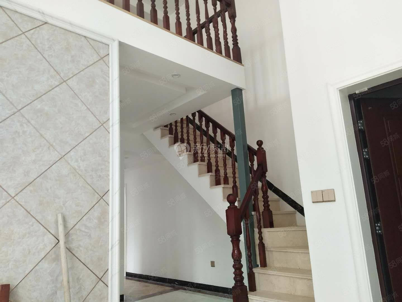 麒龙国际。4室3厅2卫,全新中等装修。复式楼。证办理当中