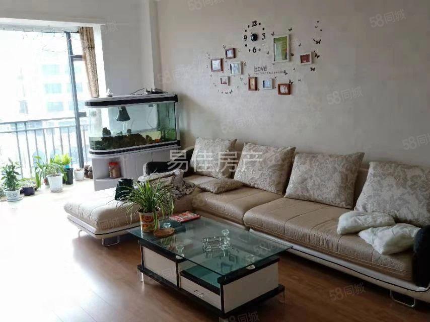 舒适两房干净整洁带家具拎包入住
