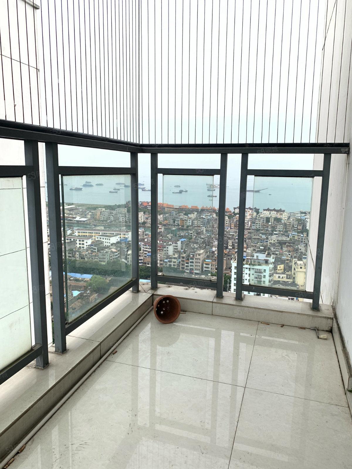 老街对面天赐碧园三期29楼89平三房,阳台和三个房间都看海