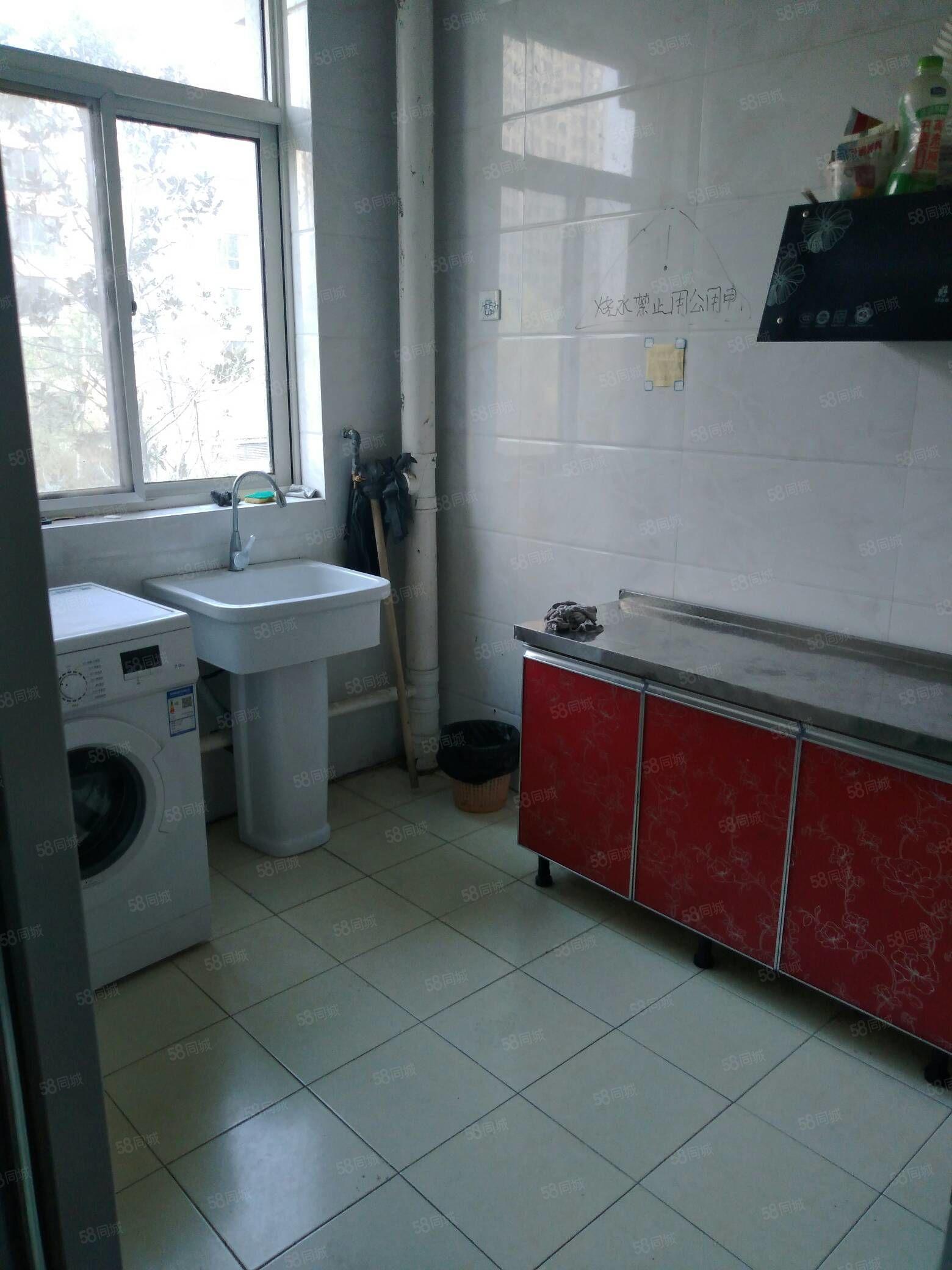 青年公寓合租�型�伍g出租多地段多小�^有房�梯拎包入住