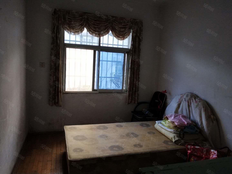 铁路小学对面白坡菜场精巧三房月租800看房方便