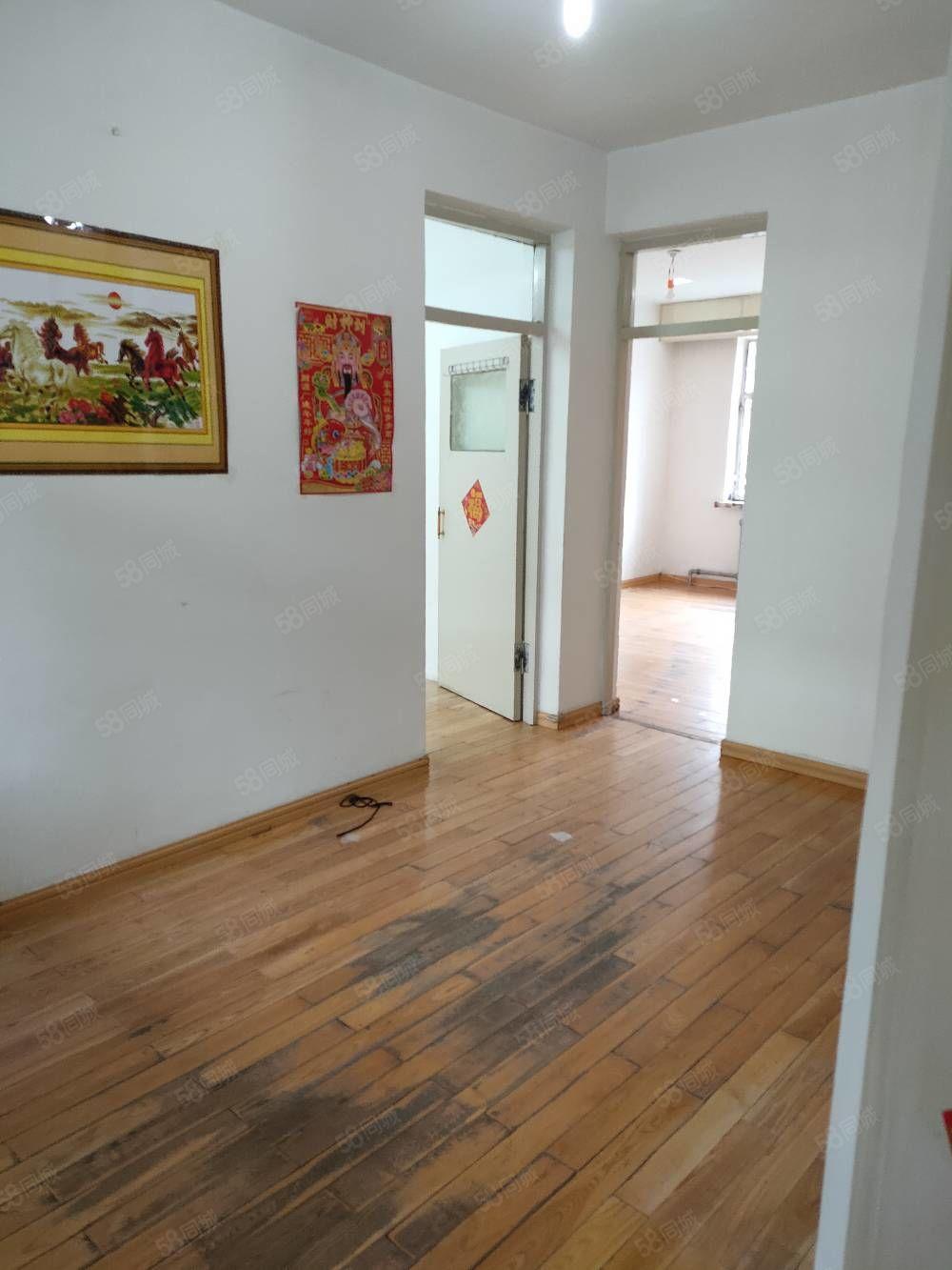 ?#26412;?#23429;劳动路正3楼南北通透两室一厅简单装修