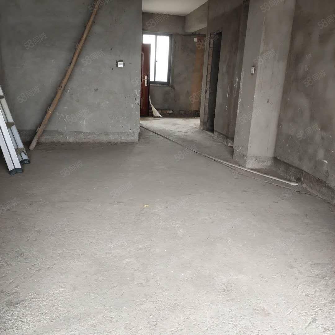 帝豪广场毛坯楼中楼出售使用面积约172平米可设4房。