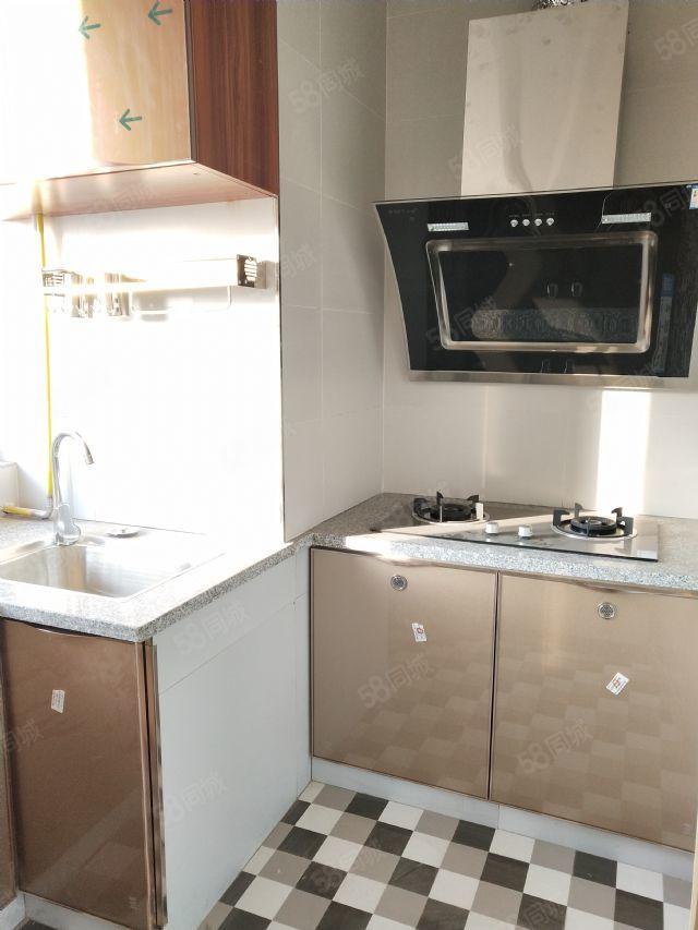 紧邻火车站ICEC财富广场精装小公寓,仅租750元月!