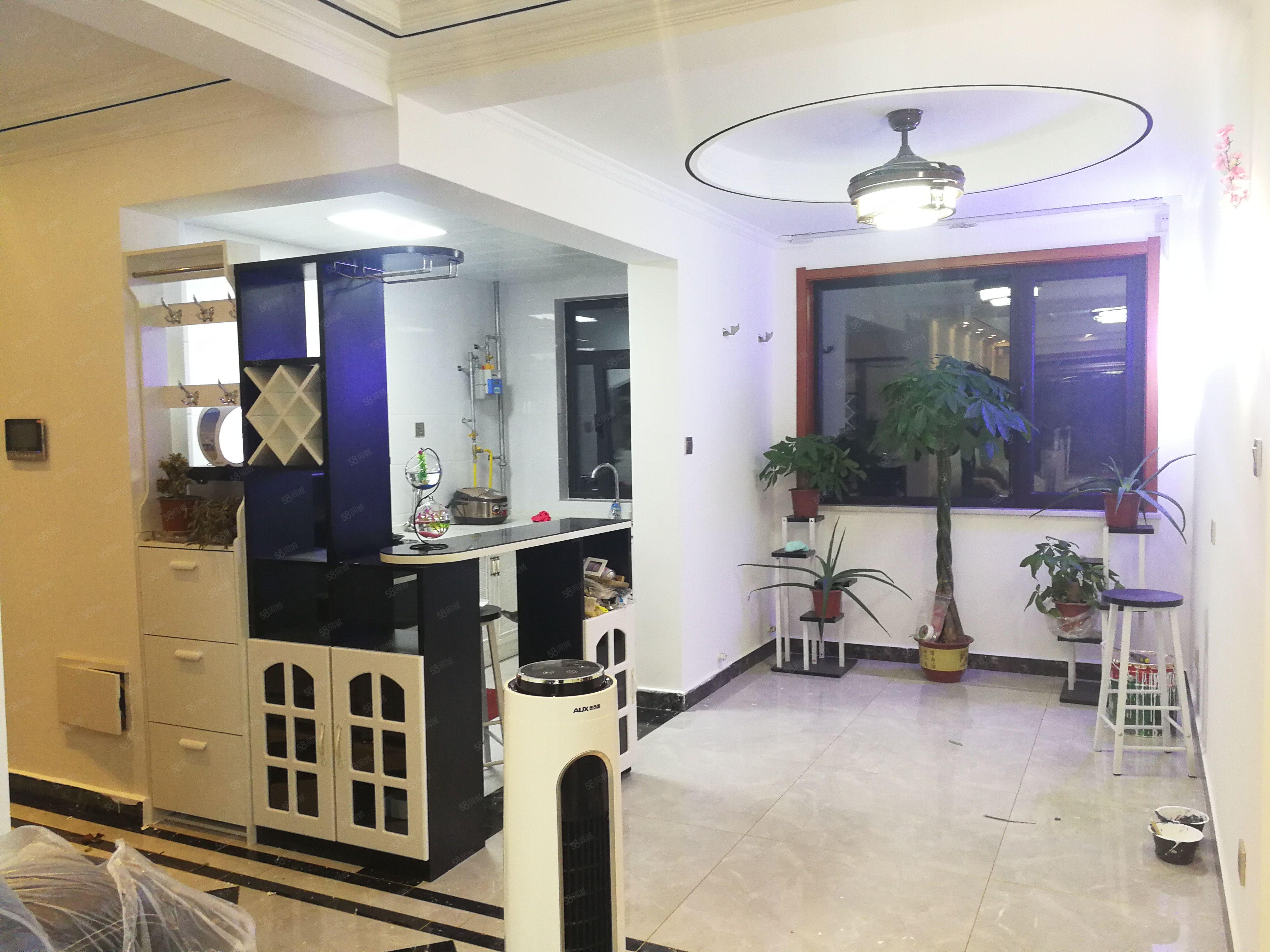 实验小学旁,永威南樾现房,精装修三室,拎包入住。