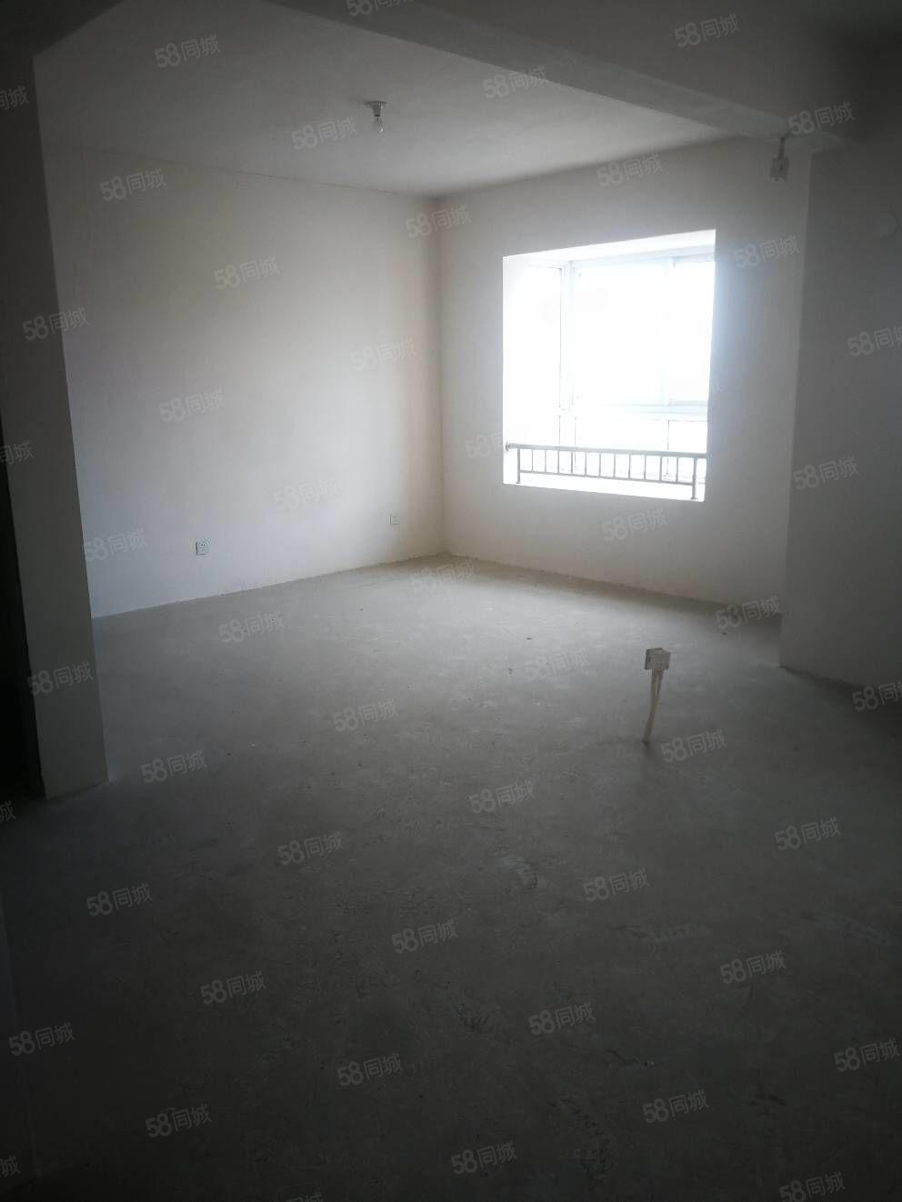 荣盛锦苑8楼121平,新空上手房,报价135万,看中可以谈