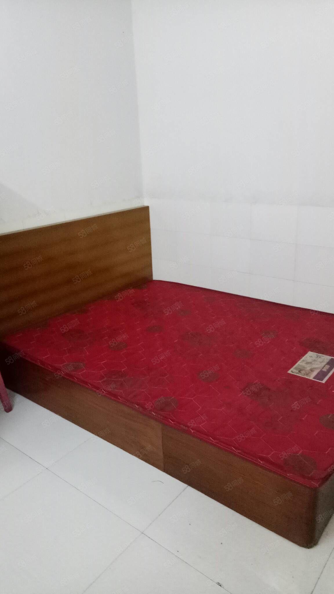 房子漂亮干净,二个卧室都带空调,医学院附近水井沟,