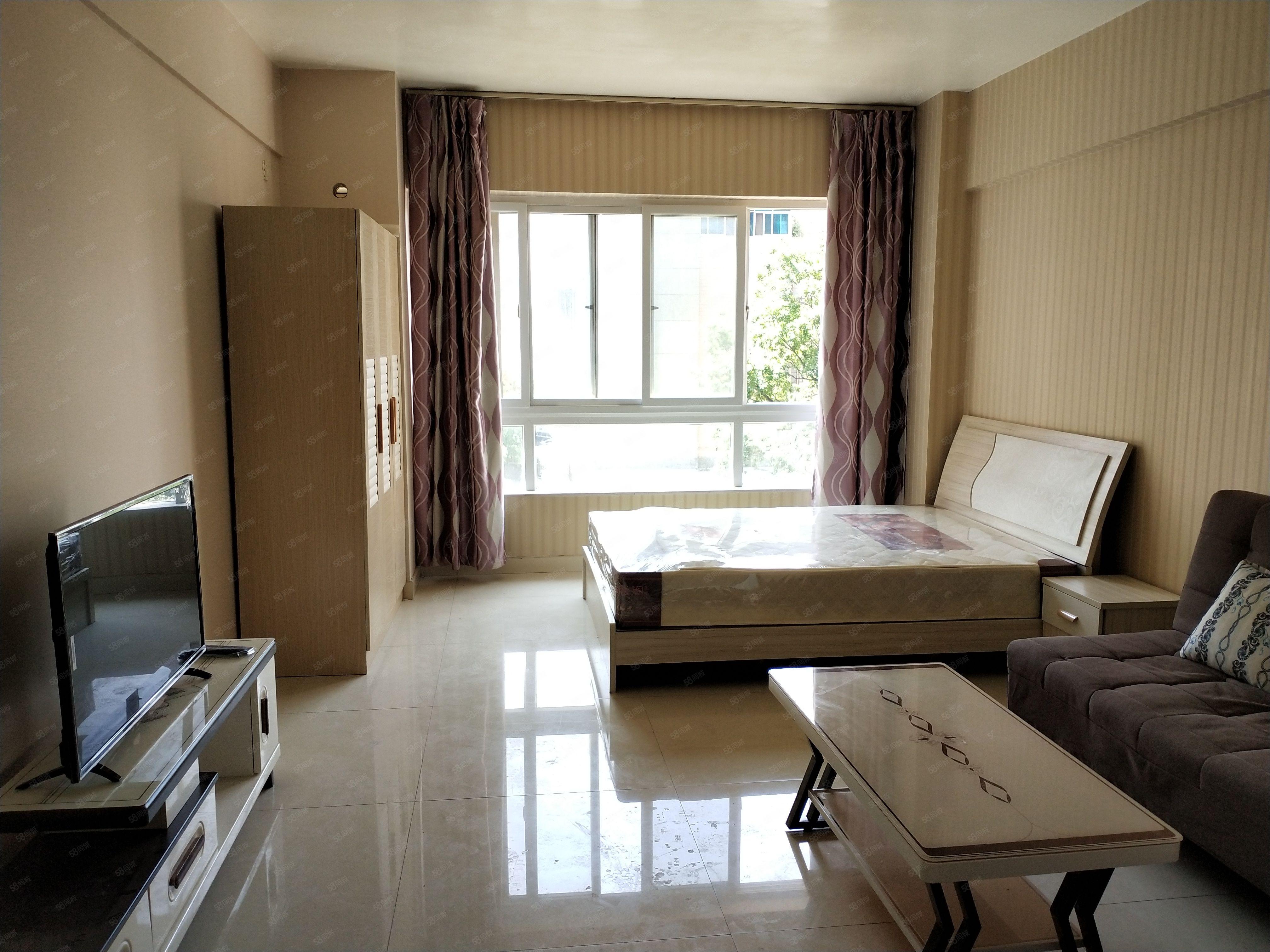 时代广场,精装单身公寓,带全套全新家电家具,可短租,可长租