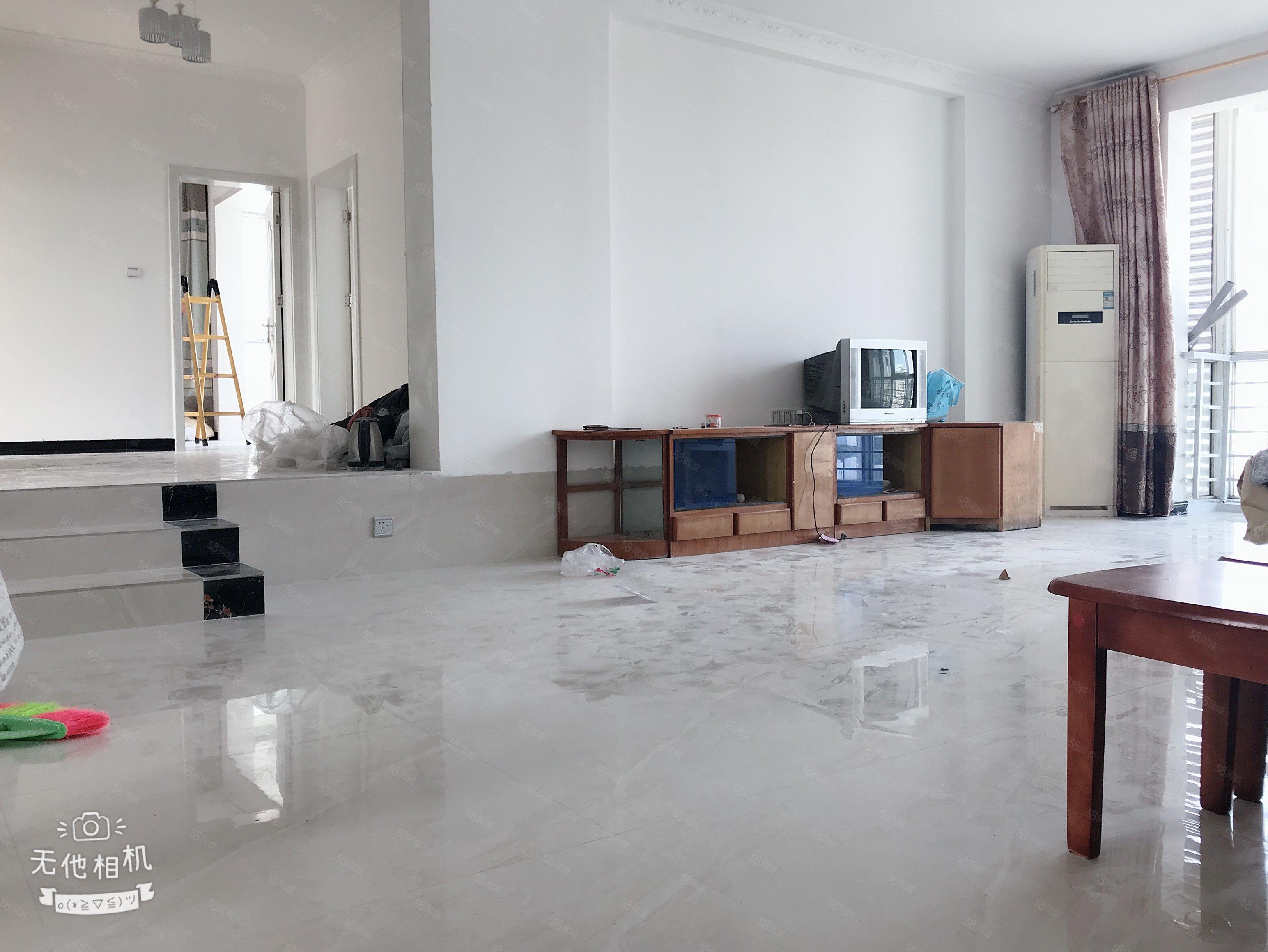 银监局单位房,小区环境干净整洁,从未住人,正宗4室2厅2卫,