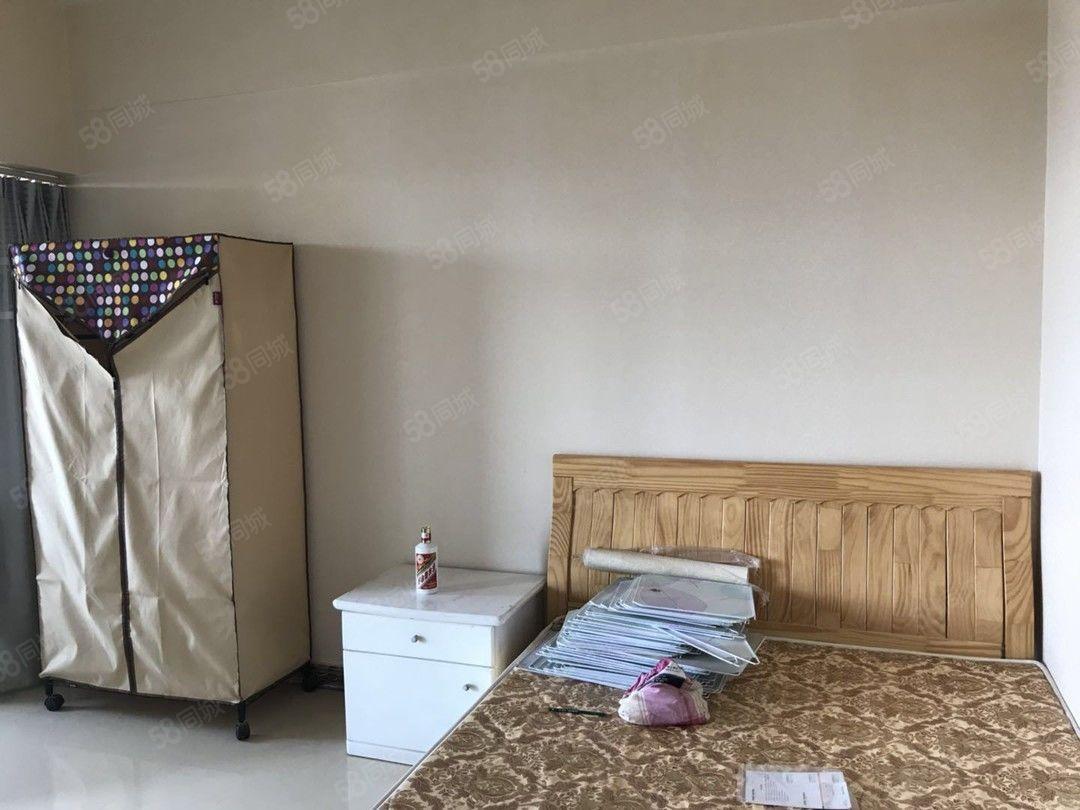 玉溪极中心精装1房1200元/月36平预约看房