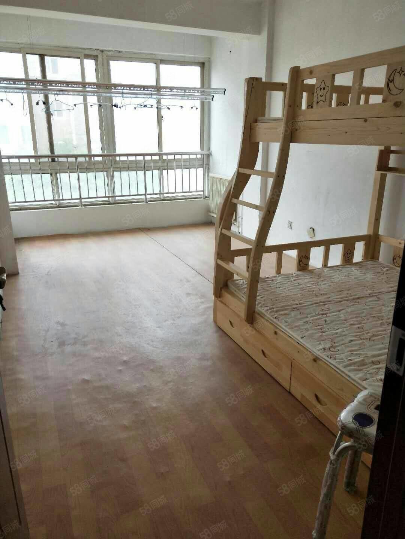 金凤三小旁颐海苑,4楼,两室两厅,周边配套齐全