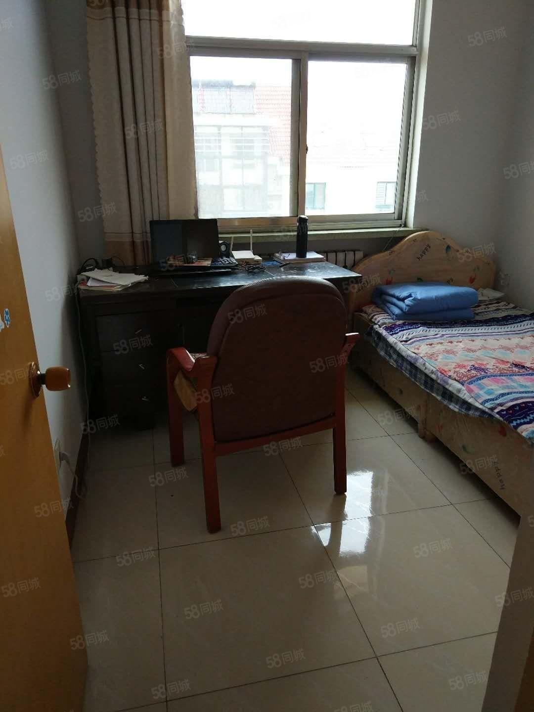 房子位于翠微小区两室两厅带地下室