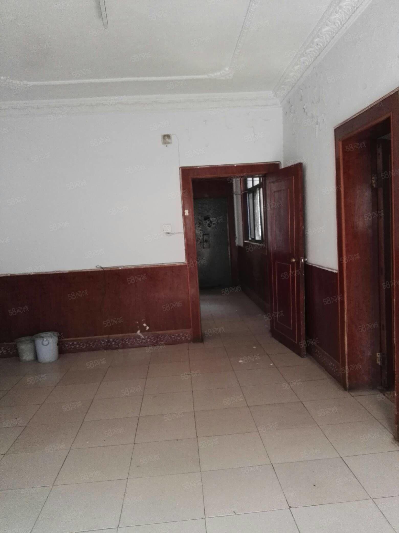 临近河堤黄山小区2楼,4室106.43平,漯河实验小学幼儿近