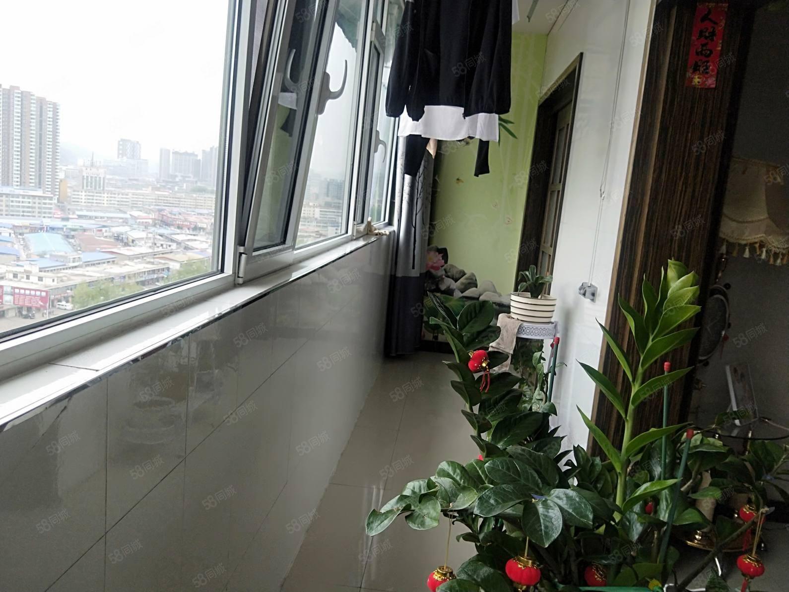 离石供热公司家属院,温馨三居室,采光非常好,能过户