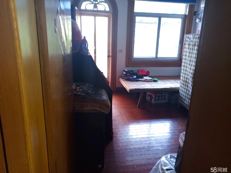 教室新村,3室2厅1卫,带柴间车位,113平方,三面空,