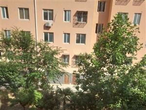 楼层3楼,有车库,停车方便