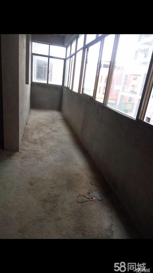 低价出售江口江源山水114.96三室两厅住房