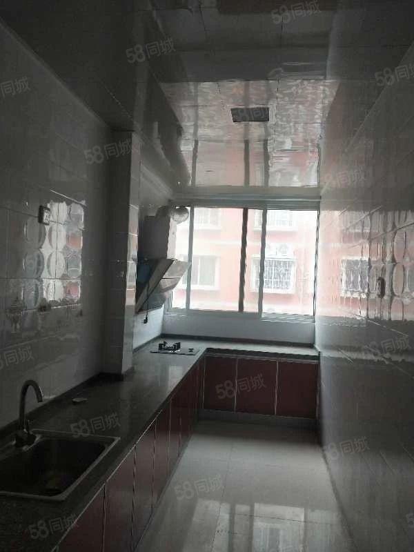 都市花園3樓3室2廳家具家電齊全拎包入住年租10000