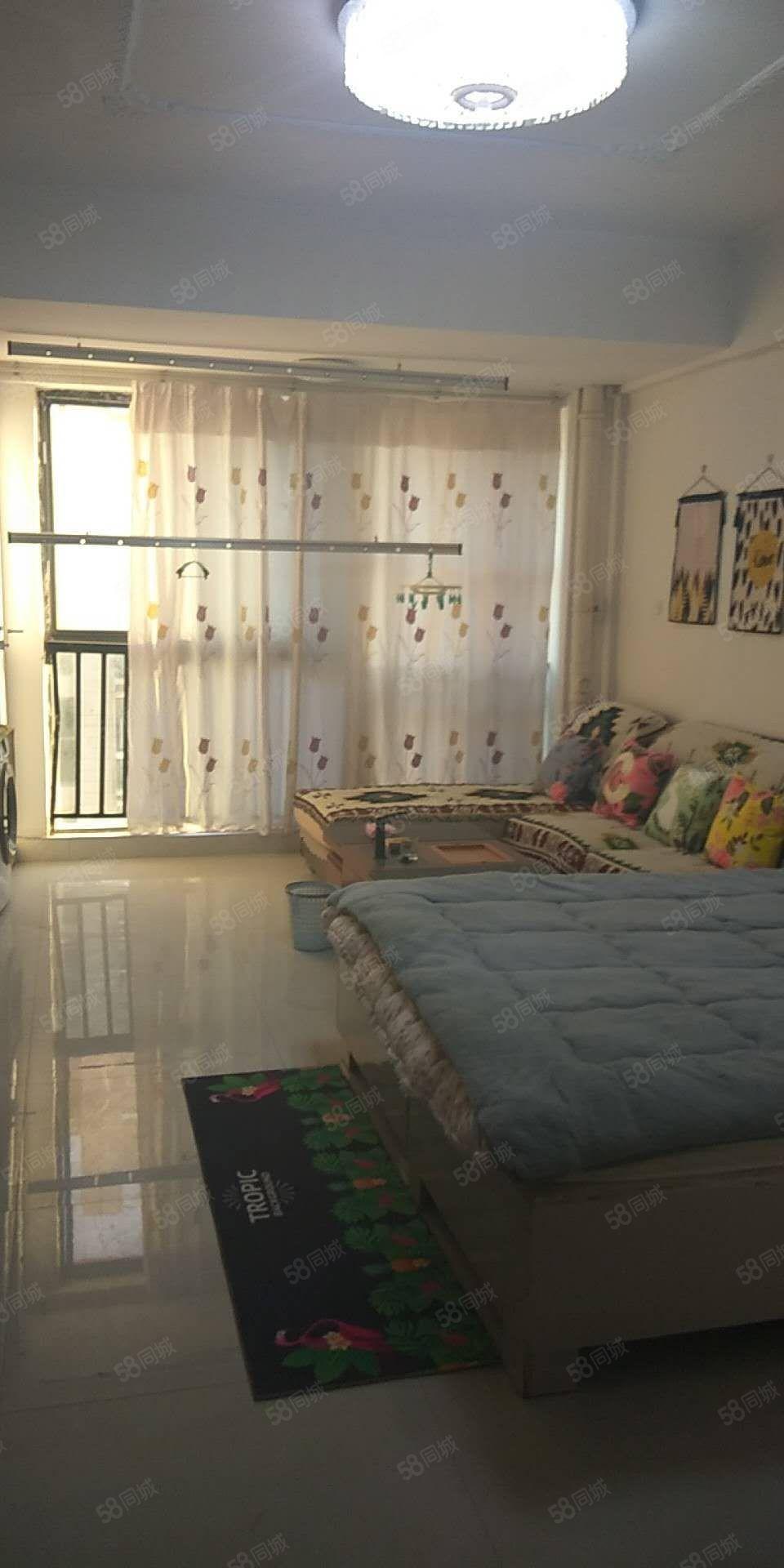 名门尚居,一室,精装修,家具家电齐全.拎包入住