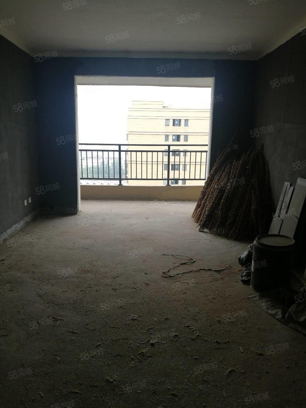 阳光天地三室两厅一卫毛坯