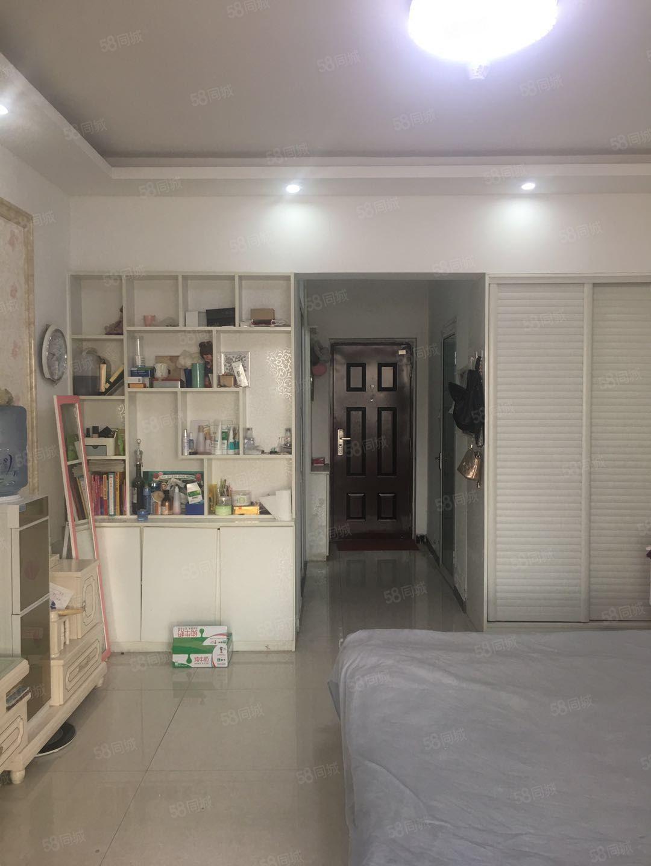 急售精装修小公寓一套拎包入住