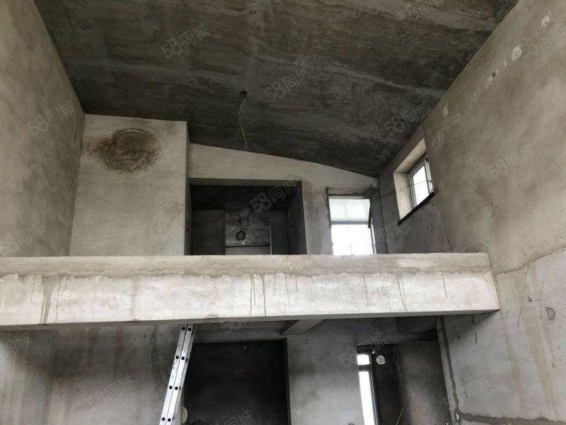 信和房产龙顶山D区5楼带阁楼带车库可贷款