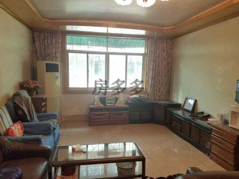 西大街附近三室两厅一卫精装房带30平米车库出售