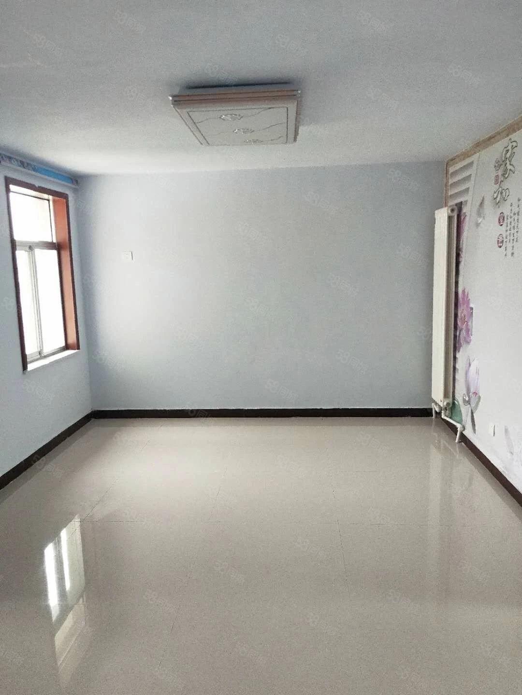 北园小区超值两室89平68.8万精装修诚意出售好房
