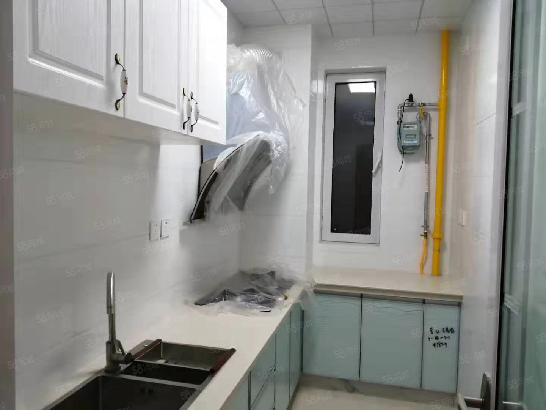 孙家小区多层三楼精装两室首次出租家具家电齐全带车库