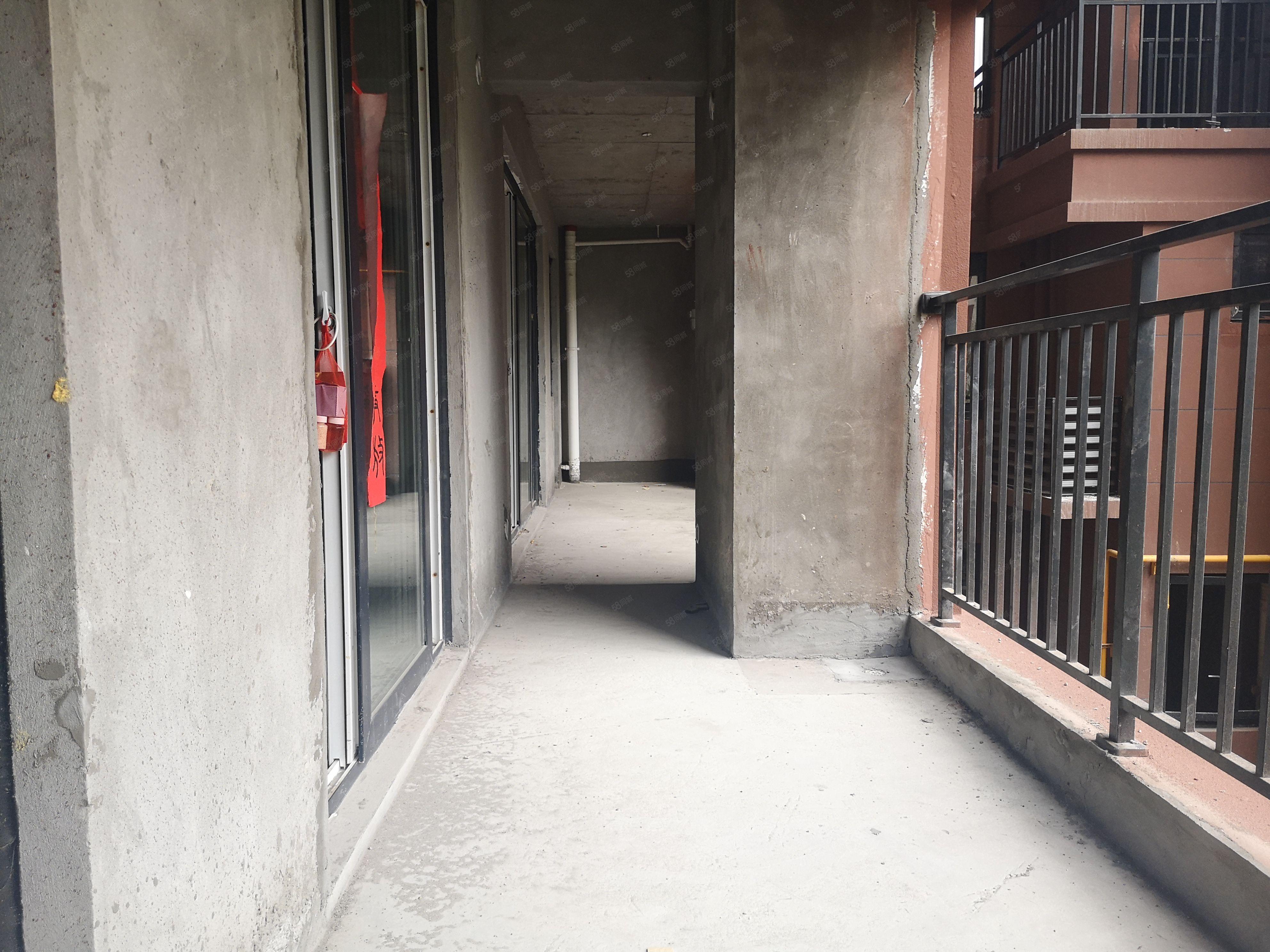 金桥新区天鹅湖纯中庭4房主卧阳台连通厨房仅售4000