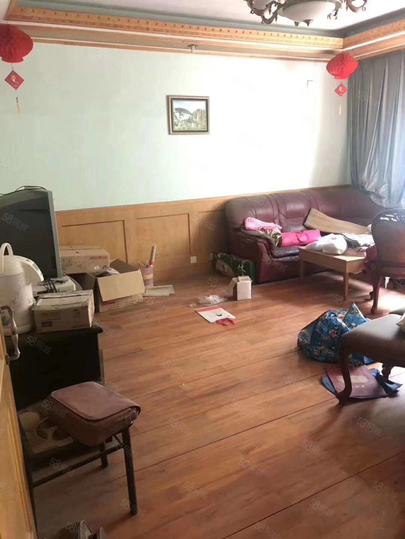 府東小區車棚上一樓簡單裝修4室帶一車庫車棚各一個