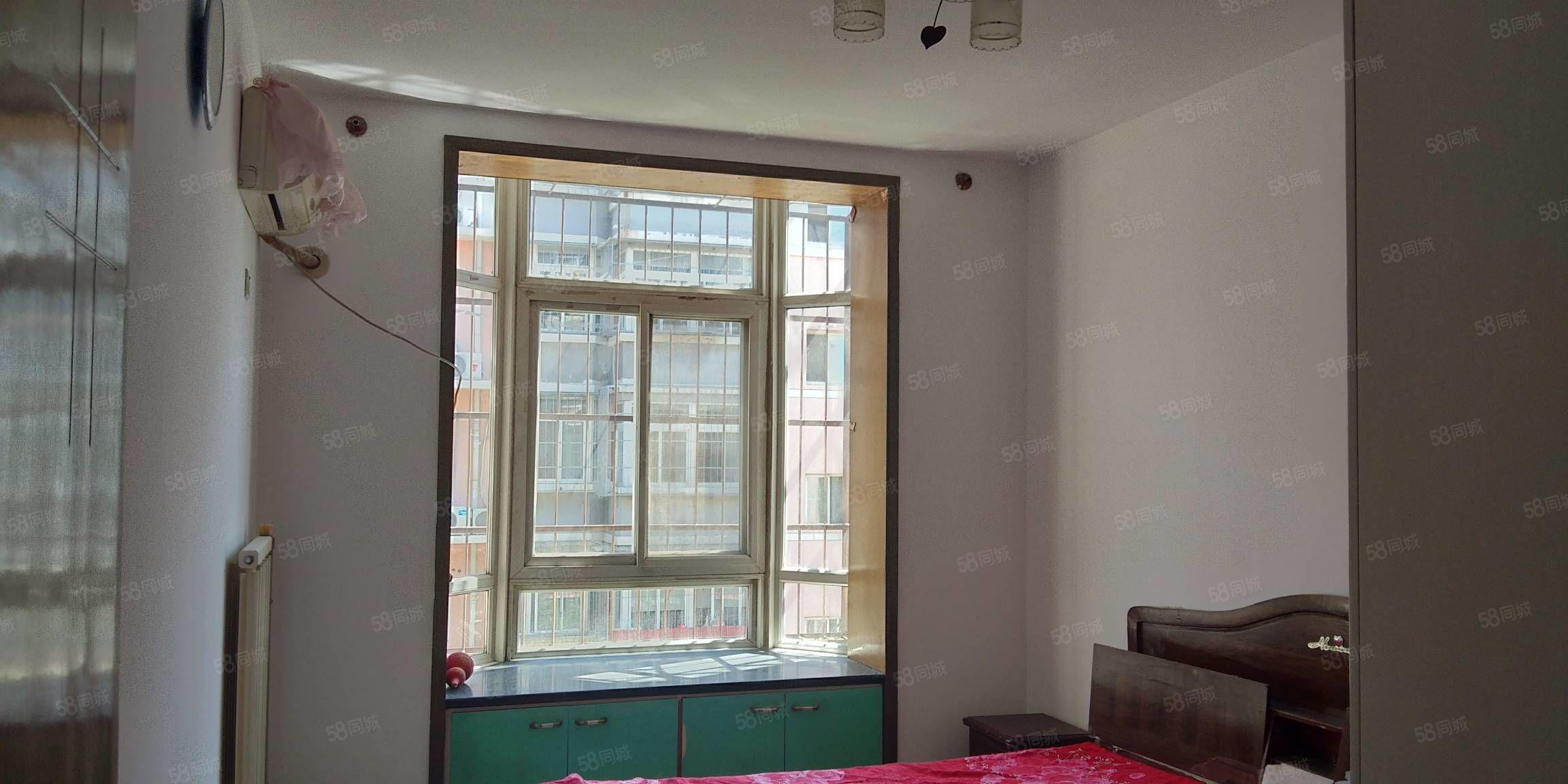 東方家園兩室,老證,老裝修,125萬可議,看房方便