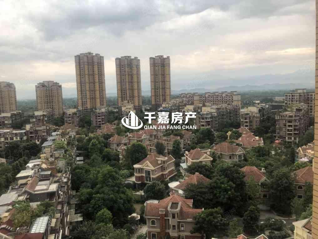 上林西江房源业主本人自住实木家具,产权满两年,环境舒适安静