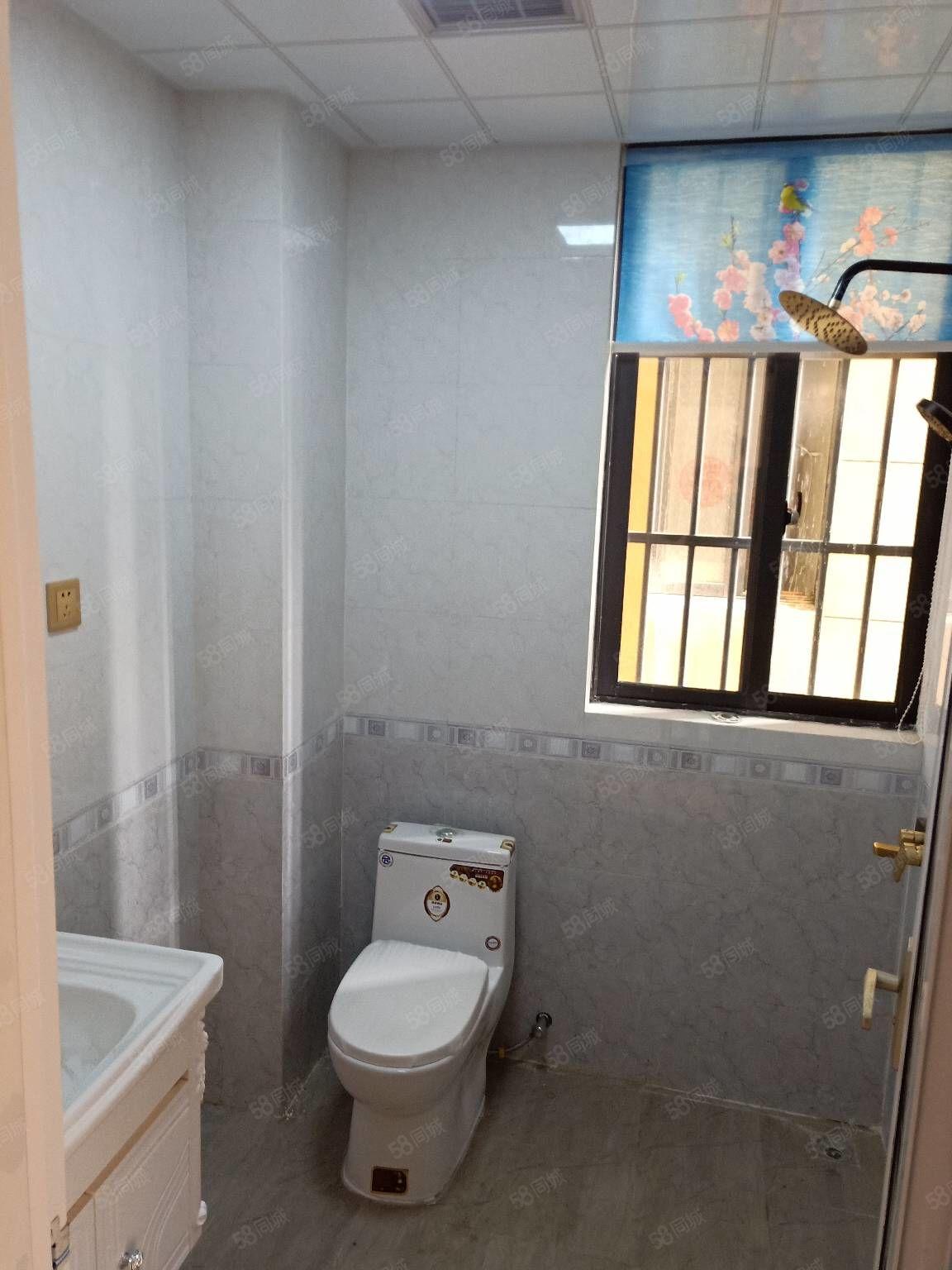 尚东国际安置房三室一厅电梯房。