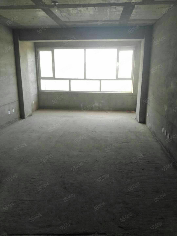 疏勒家园114.8平米,三室两厅直通式结构毛坯电梯房,急售!