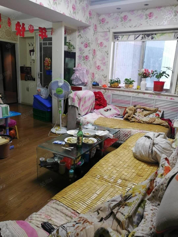 台北新城精装两室好楼层南向大产权送家具家电过二