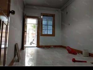 丹华山庄一楼带院3室简单装修出路方便可按揭