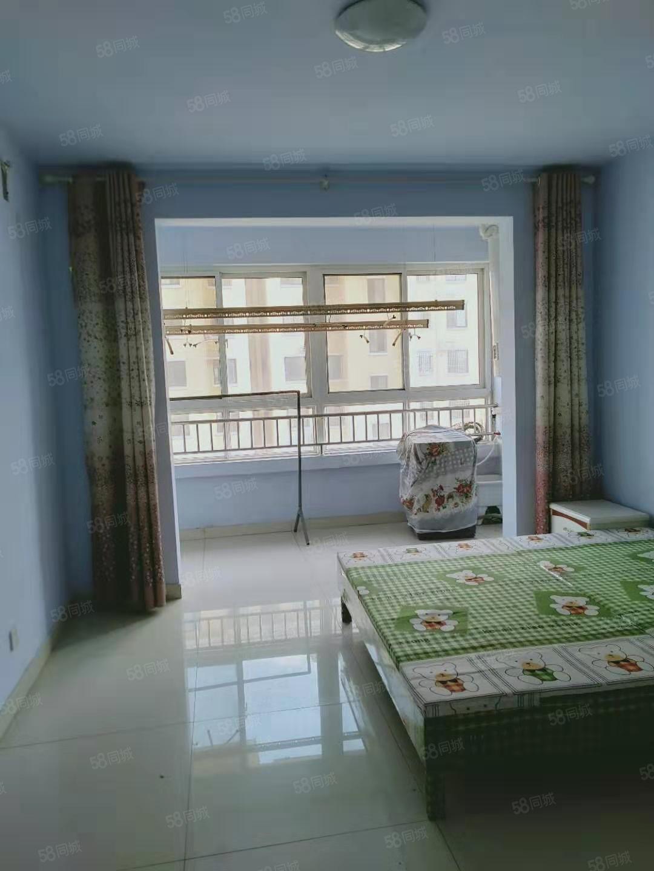 现代城两室1厅1卫家具齐全1000月