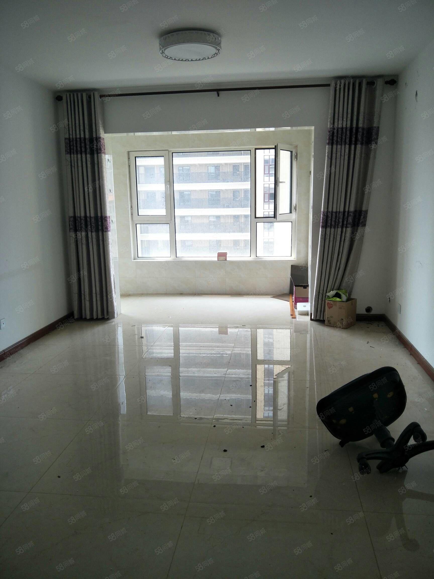 锦绣观邸12楼3室108平167万简装老证
